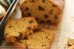 Pumpkin-date-loaf-crumbs-25